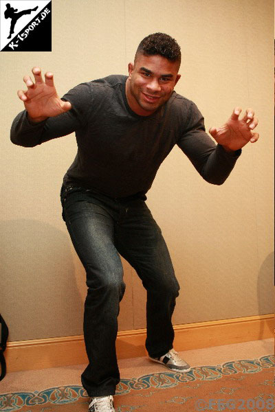 Alistair Overeem Strikeforce MMA kickboxing